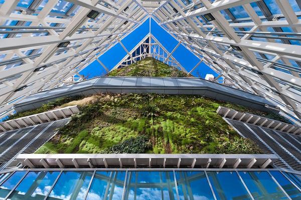 Cosntrucción sostenible: 7 estructuras con jardines verticales